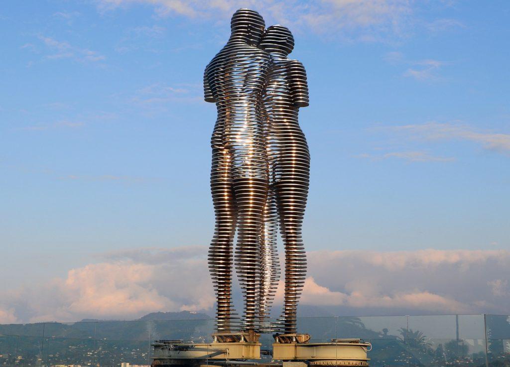 estatua ali y nino, batumi, georgia